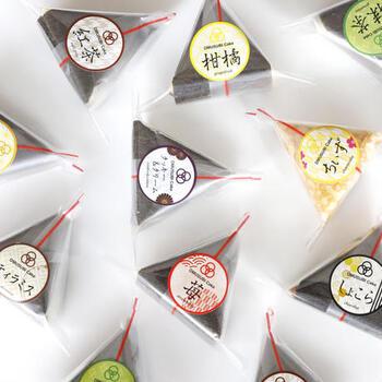 そんなPATISSERIE TSUBASAのおすすめスイーツは、こちらの「OMUSUBI Cake」です♪その名の通りコンビニのおにぎりのような可愛らしいスイーツなんです!