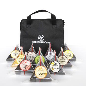 OMUSUBI Cake110個に保冷バッグが付いたセットもあるので、贈り物にぴったり。遊び心をプラスしたお中元を選ぶならOMUSUBI Cakeがおすすめですよ*