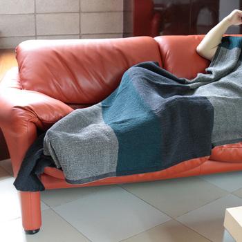 フィンランドのブランドらしく、サウナ用のタオルとしても使えるほど、耐久性が良いので長く丈夫に使えます。また、独特のサラッとした肌触りと、85×180cmの大判サイズは身体を拭くだけでなく、夏場にソファでくつろいだり、昼寝用のタオルケットにも最適。