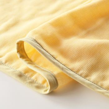 汗を大量にかく夏は特に軽くて薄いアイテムなら、頻繁に洗えるので衛生的にも安心。しかもこちらのガーゼケットは洗うほどに、ふわふわと気持ちの良い肌触りになるのも嬉しいポイントです。