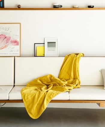 '眠りで世界の人を元気にする'をコンセプトに布団・ベッドなど数千種類の寝具家具を手がける「EMOOR(エムール)」の、天然繊維のピュアコットン100%の5重織ガーゼ シングルケット。