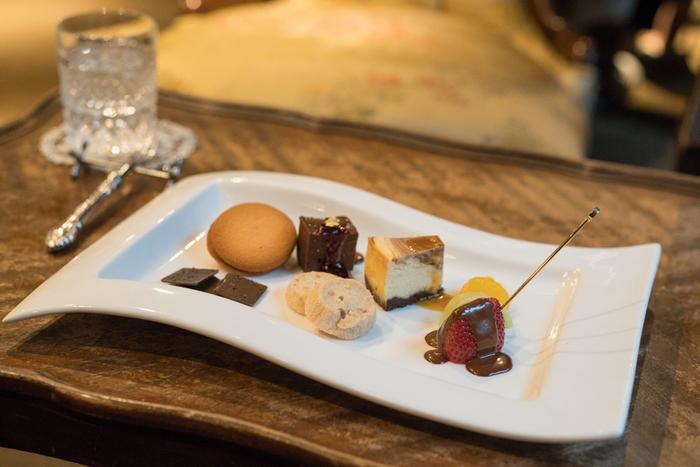 ニューヨークの高級ショコラティエ、「マリベル」のチョコレートを日本で楽しめる「マリベル 京都本店 (MarieBelle)」。店内のイートインでは、カカオの風味が芳醇なスイーツをいただくことができます。チョコレート好きなら、ぜひ一度は行きたいお店です。