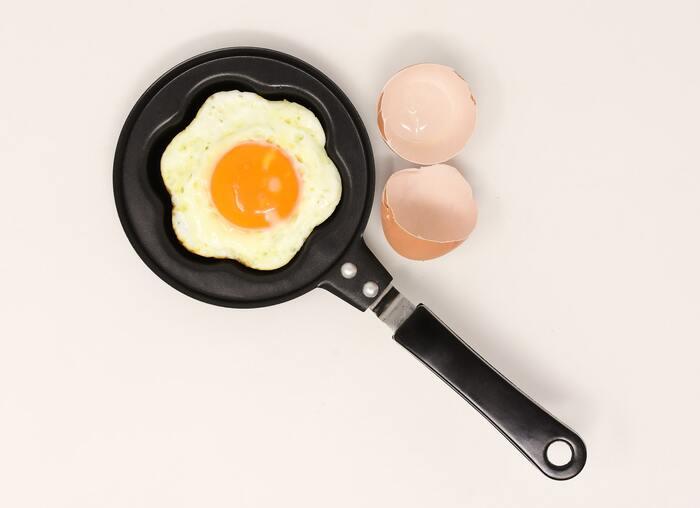 タンパク質は、お肉や魚・大豆製品・卵に多く含まれています。お肉は、脂身の多い部分は食べ過ぎには注意してくださいね。納豆や豆乳などの大豆製品には、イソフラボンやビタミンも豊富なので、頭皮の状態を整えるのにもぴったりの食品です。
