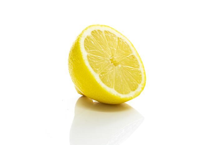 ビタミンCは、頭皮環境を整え、コラーゲンやタンパク質の構成を促す働きがあります。髪のトラブルの原因となる、疲労やストレスの回復にも効果がありますよ。 【ビタミンCが含まれる食材】 ブロッコリー、赤ピーマン、黄ピーマン、ゴーヤ、焼き海苔など