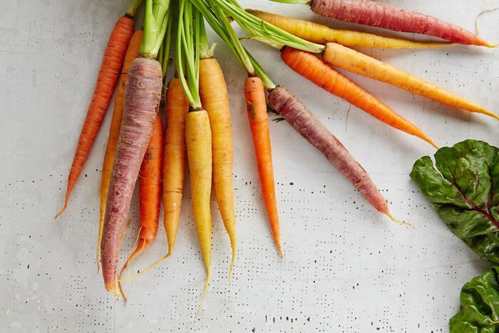 新陳代謝を促進し、頭皮の乾燥やフケ・かゆみを防いでくれます。 【ビタミンAが含まれる食材】 緑黄色野菜(かぼちゃ、ニンジン)、レバー、ウナギなど