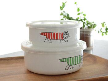 野田琺瑯にリサラーソンの可愛らしい猫のイラストが描かれた容器もあります*SMLの3サイズ展開。オーブンに入れられたり、酸に強かったりと機能はもちろんそのまま、ほっこり和むイラストがポイントに。