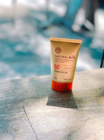 オーガニックの日焼け止めとは、有機栽培した植物などの成分を含んだ日焼け止めのことを指します。天然成分で作られたものが多いことから、お肌への刺激が少なく、デリケートなお肌を持つ赤ちゃんにもおすすめの日焼け止めです*