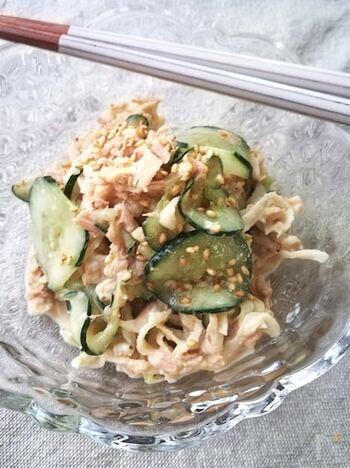 余ってしまいがちな切り干し大根と一緒にきゅうり消費。ストック食材で作れるので、あと一品にも役立ってくれます。マヨネーズとねりゴマの濃厚な味で食べやすいです。