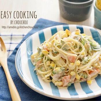 ツナ缶やハム、コーンにきゅうりのサラスパ定番食材とマヨネーズであえた簡単レシピ!牛乳や砂糖、お酢も加えているので食べ始めたら止まらなくなるレシピです。