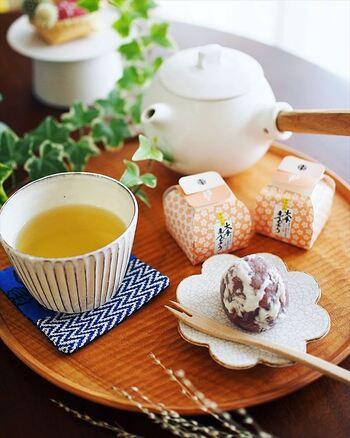 きっといつもと同じお茶でもひと味違って、美味しく感じることができますよ。お気に入りの丸盆を見つけて、おうち時間を豊かに演出してみてくださいね♪
