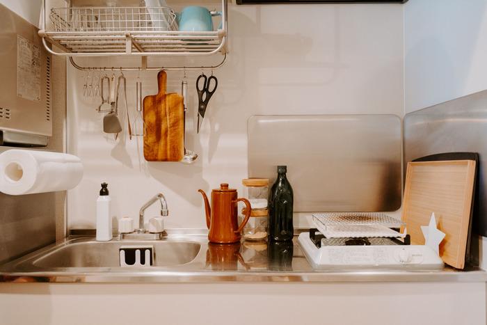 狭いキッチンスペースでも収納術を上手に使って、毎日のお料理を楽しんでいきたいものですね。