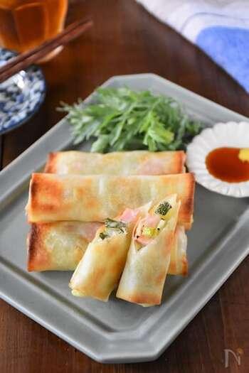中華料理の定番「春巻き」も、オーブントースターを使えば、揚げずにヘルシーに仕上がります!外はパリパリ・中はチーズがとろ~りで、大人から小さなお子さんまで楽しめるレシピです。  大人は辛子醤油、子どもはケチャップで食べてもおいしいですよ。ズッキーニならではのジューシーな食感をぜひ楽しんでみてくださいね。