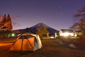 キャンプ場を選ぶ時は、まず管理棟があるかどうかを確認しましょう。できれば管理人が24時間常駐しているところが安心です。テントを張る際も管理棟の近くがおすすめですよ。