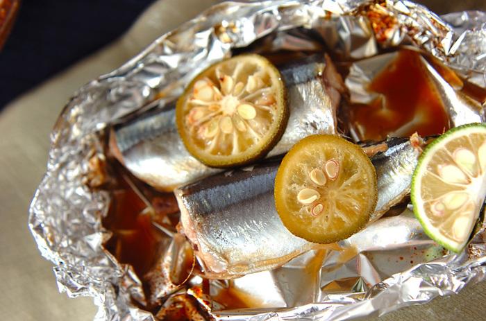 秋になったら真っ先に食べたいサンマ。コンロや網で焼くのは、臭いと汚れが気になるという人におすすめなのが、ホイル焼きです。サンマの脂とゆずのさっぱり感がマッチして、リピートメニューになるはず。