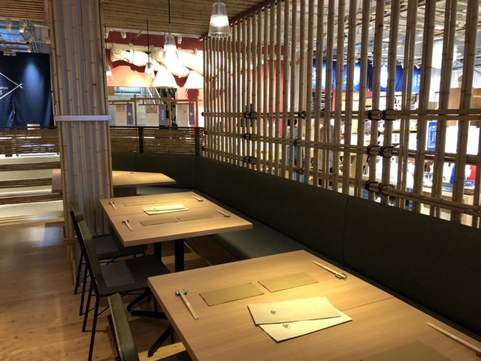 「AKOMEYA TOKYO in la kagu」にある「AKOMEYA(アコメヤ)食堂 神楽坂」は、開放的でカジュアルなお店。店内で販売している食品や調味料を使用したお料理がいただけるのが特徴です。