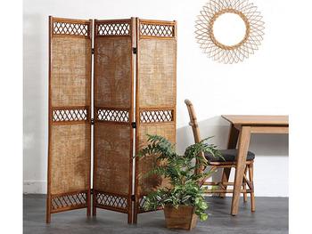 全ての家具をアジアンテイストのもので揃えなくても、いくつかのアイテムをお部屋に置くだけで簡単に雰囲気を変えることができます。アイテム選びのポイントをお伝えしていきます。