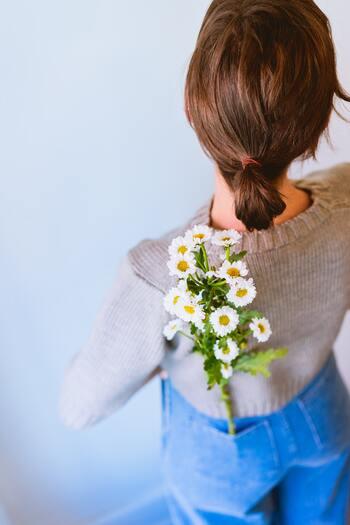 人が「喜怒哀楽」を抱くことは自然なこと。感情のブレーキを少し緩めて上手に解放してみましょう。  今回はとくに「最近笑えてない」「泣きたい時に泣けない」人に向けて、感情を豊かにするために普段からできることを紹介します♪