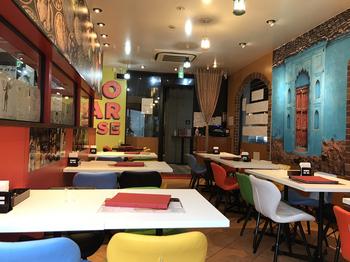 2020年にオープンしたばかりの「アロマズオブインディア2.0」は、モダンなインテリアがおしゃれなインド料理レストラン。インド・デリーの5つ星ホテル出身のシェフが、30種以上のスパイスを使い分けて作るお料理は、どれも本格的と注目されています。