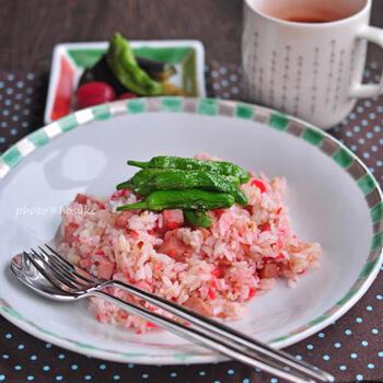 ピンクの色合いがとってもキュートな「紅生姜チャーハン」。美味しく作るポイントは、紅生姜を最後に加えること。疲労回復効果も期待できる生姜の効果で、パワーチャージできそうですね*