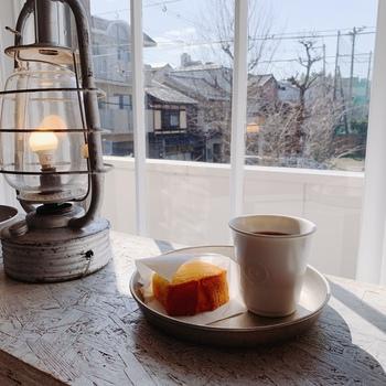 ヴィンテージの焙煎機で丁寧に焙煎したお店のコーヒーは、豆や挽いたものを販売もしています。気に入ったブレンドがあったら、ぜひ購入してみて。