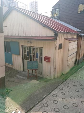 イベントに出店するとあっという間に売り切れてしまうドーナツ屋さん「ドーナツもり」が、2020年に神楽坂にオープン。駅から5分ほど歩いたところにかわいらしい一軒家のお店があり、土日のみの営業です。