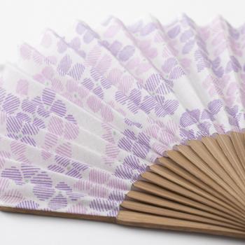 こちらは色違いの紫。パステルカラーが可愛く、より女性らしさが増しますね。