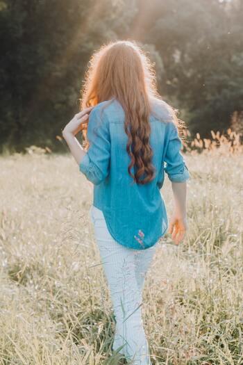 生まれつき前後の生理的湾曲とは別に、体の横方向に湾曲している人もいますが、普段の姿勢や癖が影響して背骨のバランスが崩れやすくなることもあるので注意が必要です。