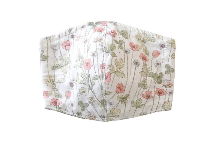 次に人気の柄が、ピンクの小花柄が可憐な「ガーデン」。大人の女性も身に付けやすい、シックな色合いと品のある花柄が素敵ですね。幅広い世代の方が取り入れやすい柄が揃っているのも、トゥデイズマスクの魅力です。