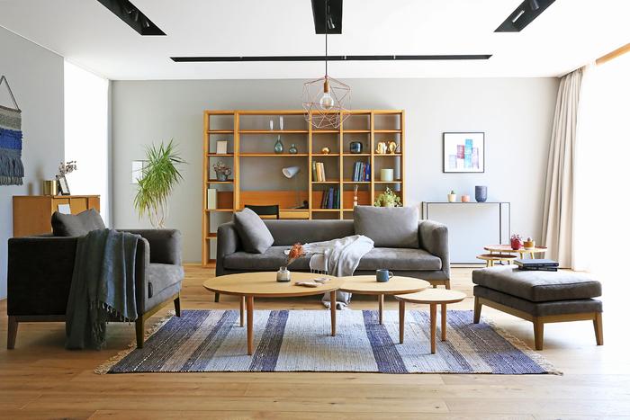「高野木工」は、自然豊かな福岡県筑後市に工房を構える、シンプルで機能的な木製家具を中心に展開する家具メーカーさん。ナチュラル、北欧、モダンなどあらゆるインテリアのテイストに合うデザイン性、そして木の質感を生かした優しい風合い、使いやすさを徹底的に考え抜かれた機能的な家具が魅力です。  温かな人の手でひとつひとつ丁寧につくられる家具たち。お部屋に迎えたとき、暮らしを素敵に彩ってくれる家具がトータルで揃っています。