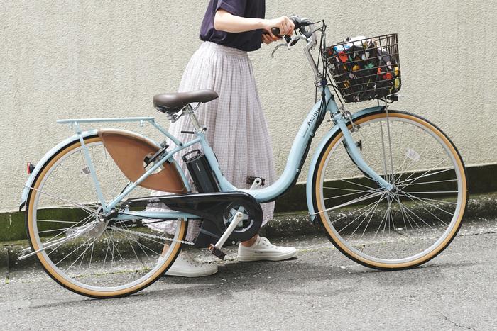 【アシスタファイン】は、ブリヂストンのベーシック電動モデルなので、電動自転車が初めての方にもおすすめ。約2時間の充電で最大36kmの走行が可能。乗り降りしやすいフレームにも注目。