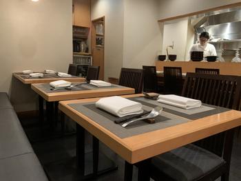 大江戸線、東西線どちらの神楽坂駅からも歩いて5分ほどのところにあるビルの1Fが、中華レストラン「Engine(エンジン)」です。