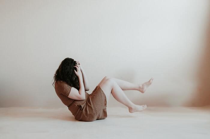 1つ目の原因は、自分に自信が持てないこと。「自分が好きになってもらえるはずがない」「好きになったら相手は迷惑かも」。そんな意識が働いて、知らずしらずのうちにせっかく生まれたときめきを無視しているのかもしれません。過去のトラウマが関係している場合もあります。