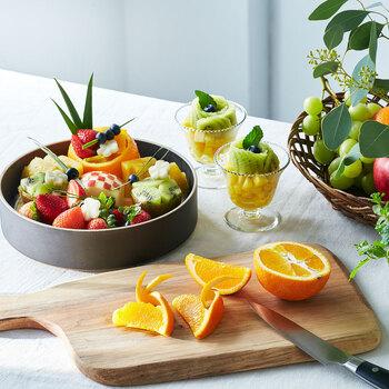 フルーツをおしゃれに演出する「フルーツカットレッスンプログラムでは、ペティナイフ1本で初心者さんでもできる技を学べます。くだものにひと工夫することで、華やかで素敵な食卓になりますよ。