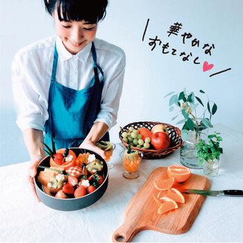 くだものでお花を作ったり、パフェやフルーツおせちの作り方も学べます。野菜などにも応用可能なのもうれしいポイント!おもてなしやピクニックのお弁当、いつもの食卓をちょっと華やかにしたい…という方におすすめです。