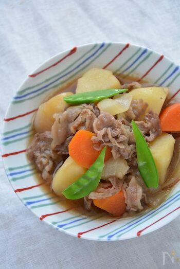 肉じゃがの美味しさは、牛肉にかかっているといっても過言ではありません。柔らかなすき焼き肉で作る、贅沢な肉じゃがはいかがでしょうか…?