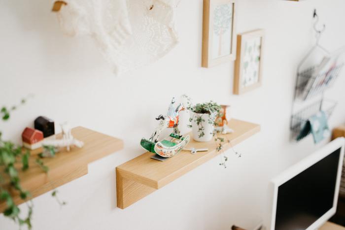 無印良品の壁に付けられる家具をご存知ですか?気軽に壁に設置できて、壁面をおしゃれに演出できるアイテムです。お気に入りを飾ったり、ちょっとした仮置き場のスペースにしたり・・・ワクワクする使い方を考えよう。