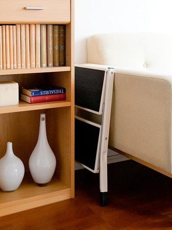 折り畳んだ時の幅は6cmととっても薄いので、狭い隙間に収納できて便利。手に取りやすい場所にしまっておくと良いですね。