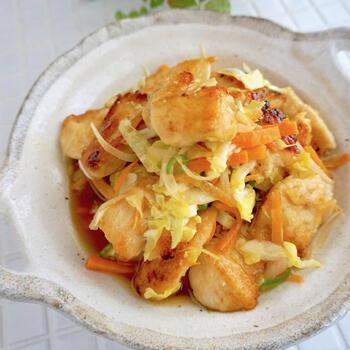 カロリーが高くなりがちな揚げ物も、鶏胸肉を使うと比較的ヘルシーに仕上がります。南蛮漬けは、お肉や魚と一緒に野菜も摂取できるのがメリット。  南蛮漬けというと難易度が高そうに感じるかもしれませんが、基本的なたれの作り方をおさえれば意外と簡単に作れます。20分程度で作れるのに、手の込んだお料理に見えるのも嬉しいポイントです。