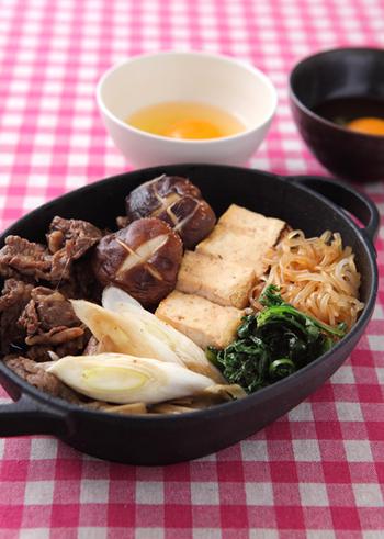 牛肉に含まれている鉄分や豆腐のたんぱく質、その他野菜の栄養素など1つの鍋で多くの栄養が食べられるメニューです。甘いタレなので子どもでもパクパク食べられますし、親子で鍋を囲むということで食事の時間が楽しくなります。