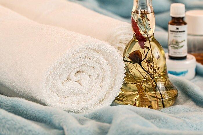 好きなアロマオイルをチョイスして、香りを感じるゆったりとした時間をとってみてください。芳香浴をしてみたり、お塩に少し混ぜてバスタイムに使ったり、足湯に1滴垂らしてみるものおすすめ。香りのパワーとゆったりした時間で心に余裕を取り戻しましょう。