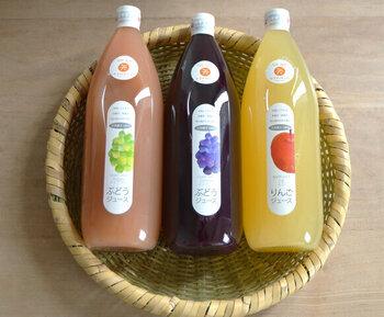長野県塩尻市からの贈り物、ぶどうとりんごの天然果汁100%のジュースです。どれもフレッシュさと濃厚さが印象的で、一度飲んだらリピートしてしまうかも。ギフトにも喜ばれそうな一品。