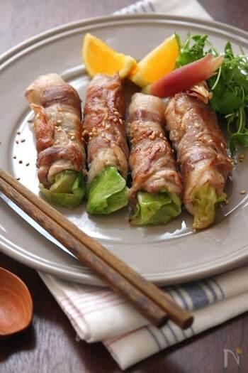 焼き肉をレタスやサンチュなどの葉物で巻いていただくと、あっさりしてたくさん美味しく焼き肉をいただけますが、レタスの肉巻きも、シャキシャキした食感が美味しく、たっぷりと肉と野菜をいただけます。より美味しく作るポイントは、下ごしらえの段階で調味液にしっかりと豚肉を漬けること。下味をしっかりつけておくと、仕上がりがやわらかくジューシーになります。