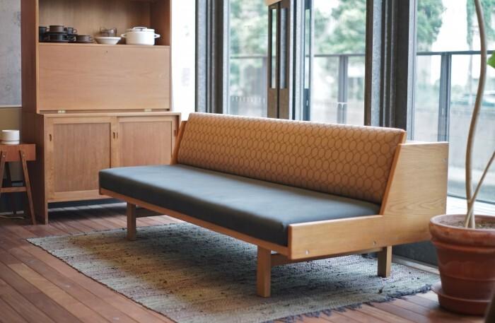デンマークを代表する世界的家具デザイナー、ハンス・J・ウェグナー。その代表作のひとつがこのデイベッド。ベッドとしてはもちろん、日中はソファーとしても使うことができます。