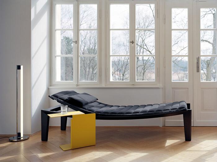 こちらは座面が緩やかな曲線を描く「ULISSE DAY BED」。シンプルモダンな中にもエレガントさを兼ね備えた、上質な大人のためのデイベッドに仕上げられています。
