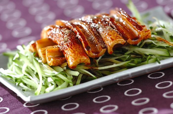 ご飯がすすむしっかり味の蒲焼き。大人用には、ぴりりとアクセントになる粉山椒を振りかけて召し上がれ!