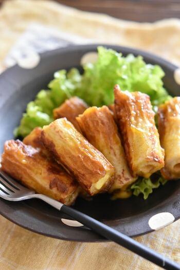 カリッと焼いたちくわと、とろ~りチーズが絡み合う絶品レシピ。カレーの香りが食欲をそそります♪