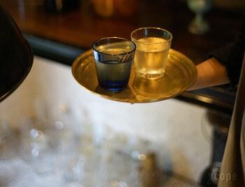 サイズは小 : 約φ240xH20mm と、大 : 約φ290xH20mmの2種類。小さいこ盆は一人分や二人分のお茶やコーヒーを運ぶ際に活躍してくれます。
