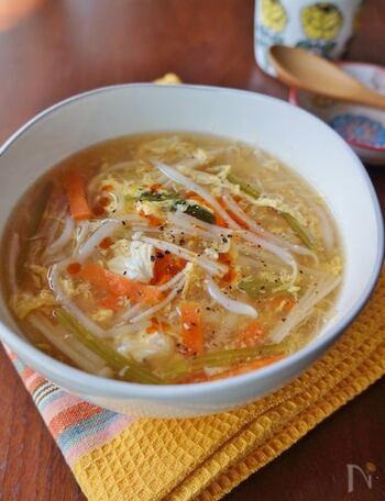 冷蔵庫に残っている野菜で簡単に作れる「サンラータン」。酸味と辛みのバランスが、あとひく美味しさです。水溶き片栗粉のとろみで溶き卵もふんわり仕上がります。