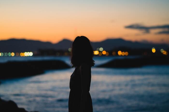 自分の意見次第で、「嫌われるのでは」「相手が機嫌を損ねてしまうのでは」「何かあった時の責任を押し付けられるのでは」――。  自分の意見によって人間関係によからぬ影響が及ぶことを心配し、判断するのを避けたいと思い、「お任せワード」を口にするという場合もありますよね。
