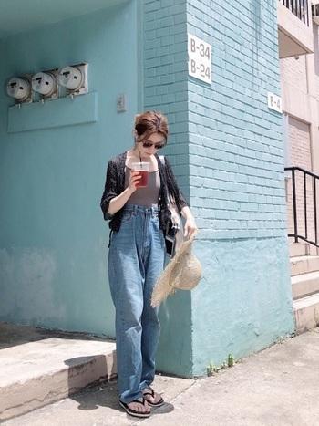 お腹が出ていないキャミ風水着なら、上に羽織れば大人っぽいリラックスコーデを作れます。街歩きもできちゃう水着なら、いちいち全部着替えるのが面倒!というズボラさんにも嬉しい♪